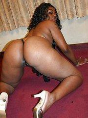 Hot and horny ebony Kara Kane Spreading her bubble butt and enjoys black chocolate cock dipping