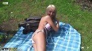 Bikini blonde in threesome action
