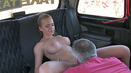 Super hot amateur gets easily persuaded to have sex inside the taxi