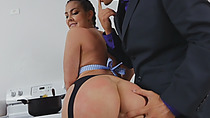 Bubble butt dark hair babe riding dong sucking