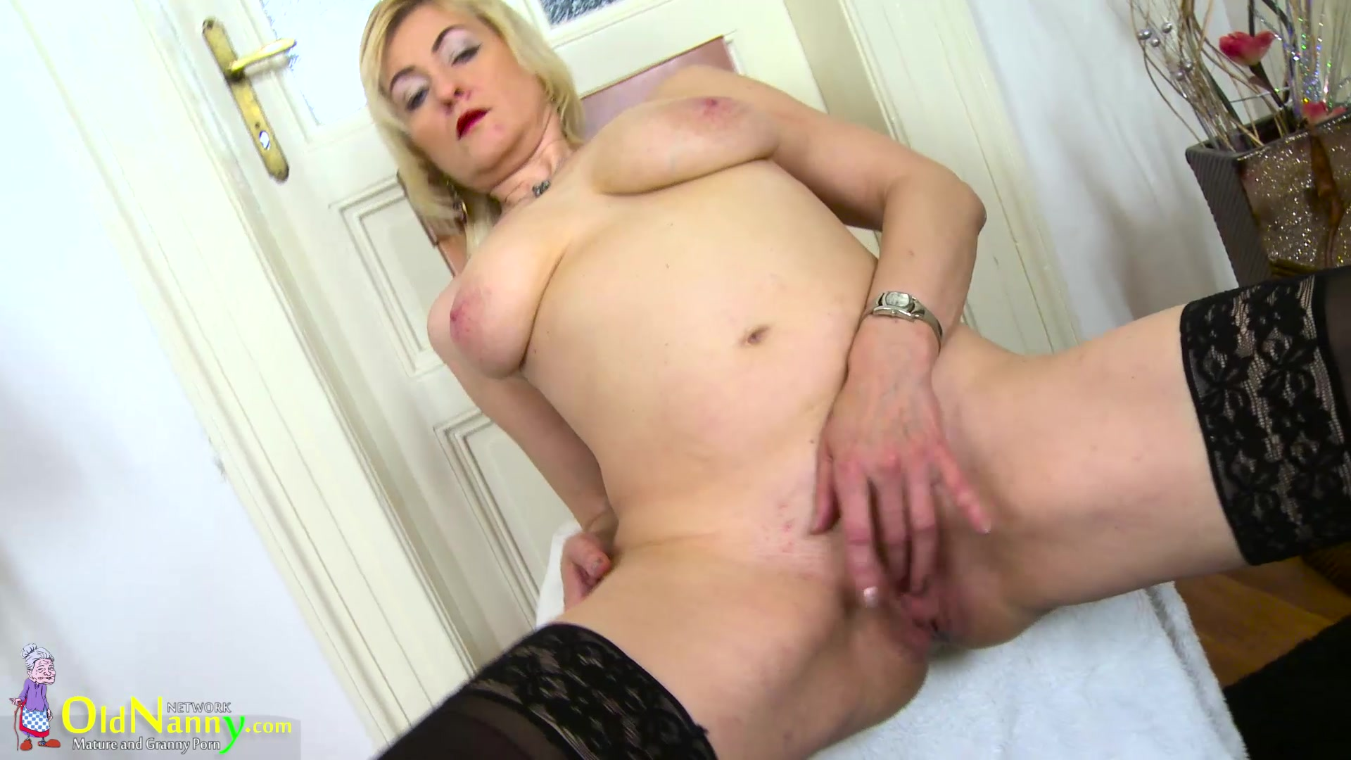 Mature solo toying