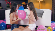 Hot lesbians Keisha Grey and Scarlett Sage make lesbian sex