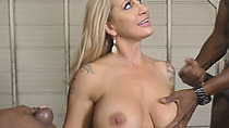Threesome with a brutal MILF goes well