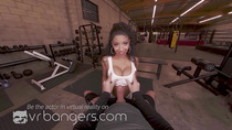 VRBangers SEXY EBONY SEPTEMBER REIGN TAKE A BIG COCK AT THE GYM