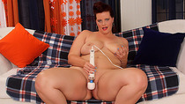 Plumper Hottie Amanda Foxxx Satisfies Her Lustful Pussy with Sex Toys