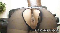 Shaved Pussy Japan MILF Gets Sex