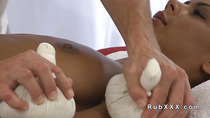 European masseur fucks tanned beauty