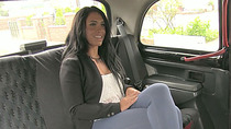 Hannah pays sex and her pussy gets splashed with sperm inside the taxi