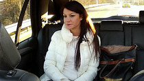 Gorgeous Penelope cheats and gets laid inside the taxi
