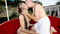 Big booty and tattooed babe Bella Bells gets stuffed by a meaty dick