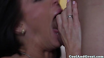 Gorgeous raven babe gets pussy fingered